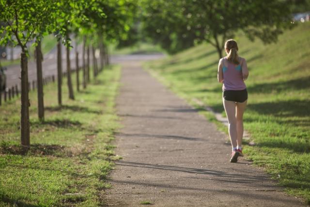 ランニングと縄跳びで持久力や体力がつき効率的にトレーニングするならどっち?